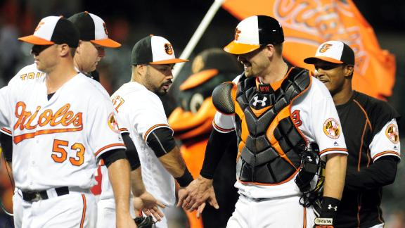 Orioles slug past Blue Jays