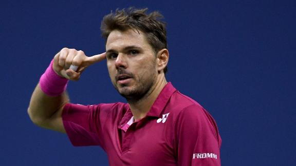 Wawrinka goes up two sets to one in final