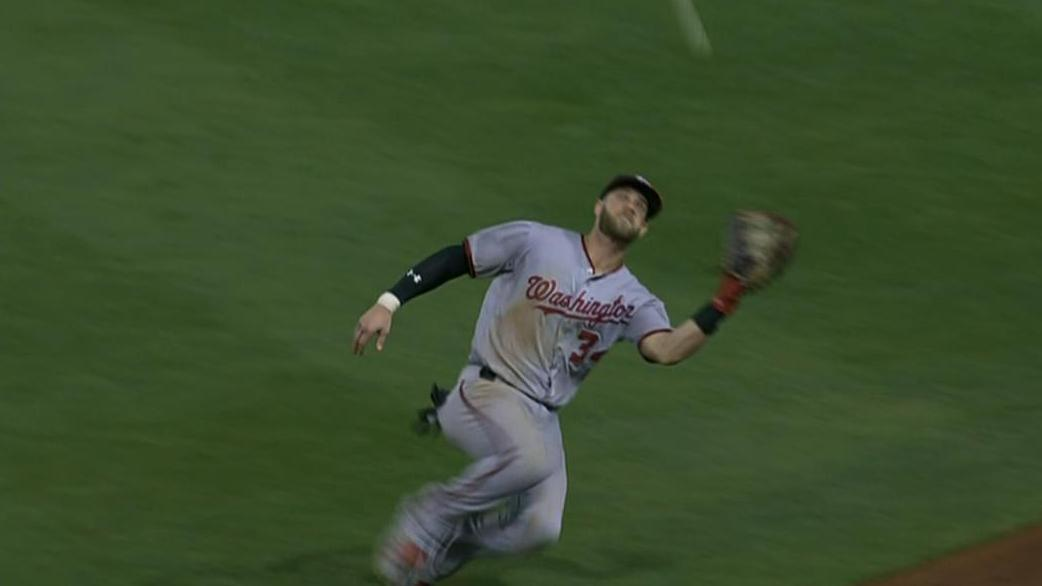 Harper's awesome sliding catch ends ninth inning