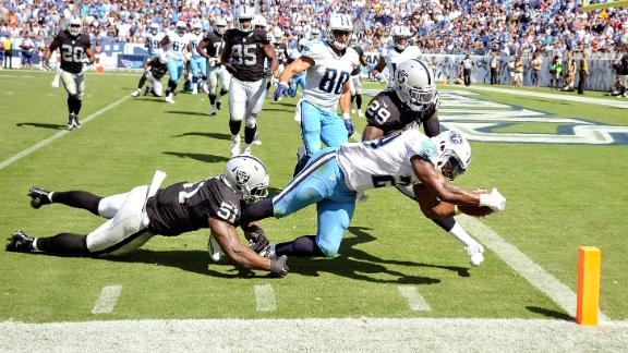 Murray dives for Titans' only TD of game