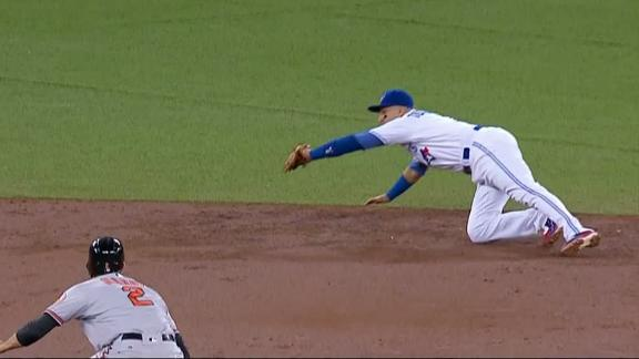 Tulowitzki shows off reflexes with sweet diving catch