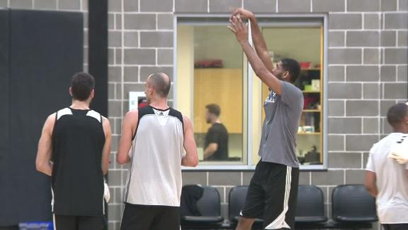Duncan shows up at Spurs camp with role unclear