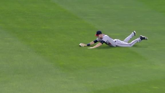 Kepler lays out for big catch to end inning