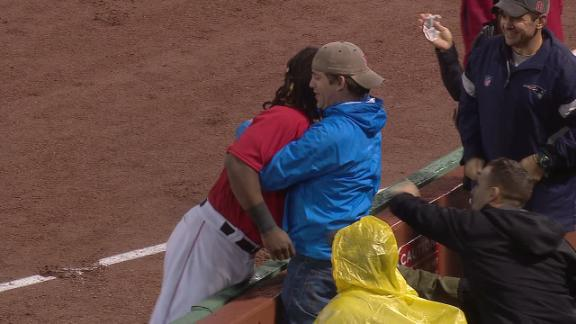 Ramirez's nice catch gets rewarded with a hug from a fan