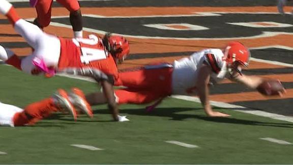Browns backup QB Hogan shows force in 28-yard TD run