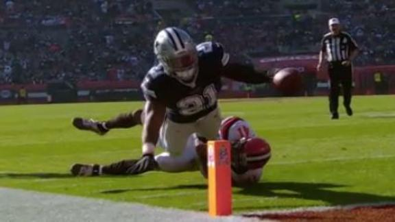 Elliott gashes Browns with a pair of rushing TDs