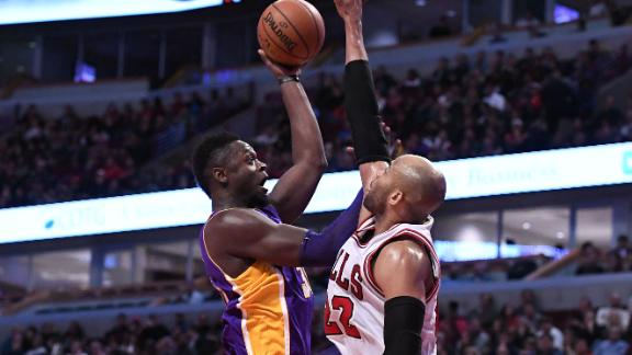 Randle, Lakers beat Bulls