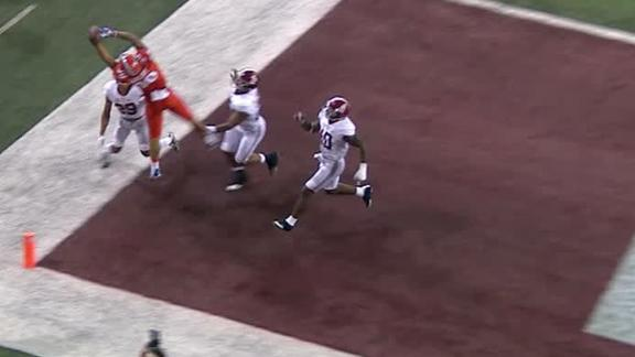 Alabama preserves big lead with fourth down stop