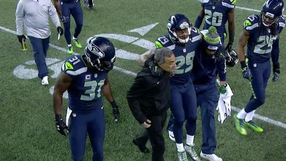 Earl Thomas leaves game with leg injury