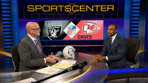 Chiefs slip past Raiders, lead AFC West