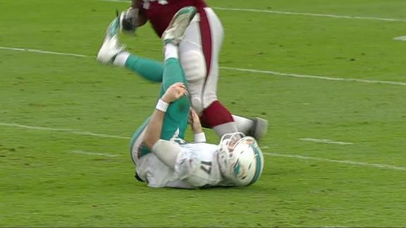 Tannehill leaves game on a hit to his knee