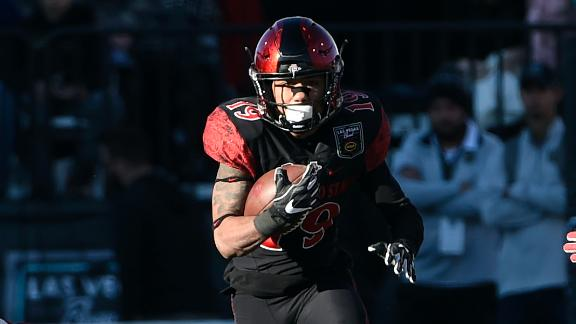 Pumphrey sets all-time rushing record in SDSU win