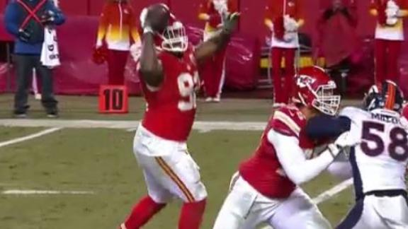 346-pound lineman Poe throws jump pass for TD in Chiefs' win