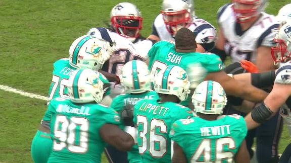 Blount and Suh get into it