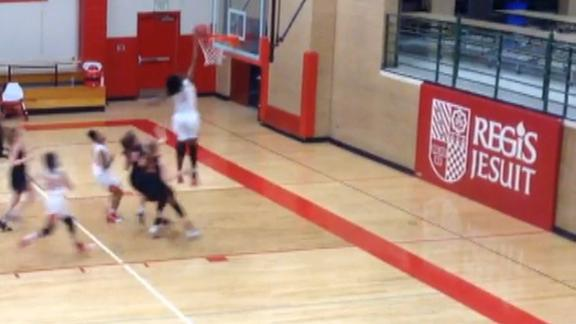 15-year-old girl dunks in high school game