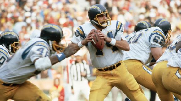 Dan Fouts saddened by news of Chargers moving
