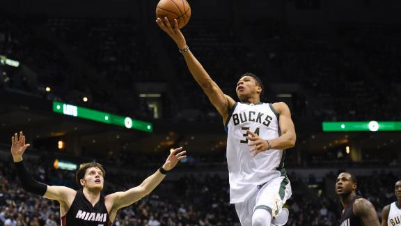 Greek Freak shines in Bucks' win