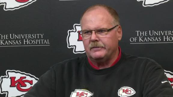 Reid disagrees with late holding call against Chiefs