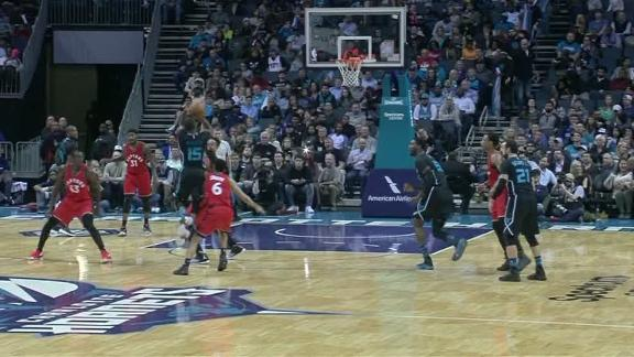Walker nails off-balance shot for 4-point play attempt