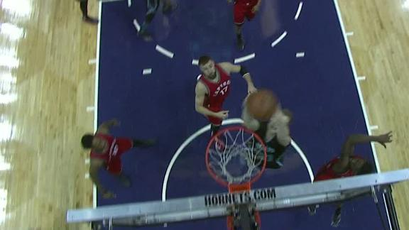 Zeller dunks it off pick-and-roll