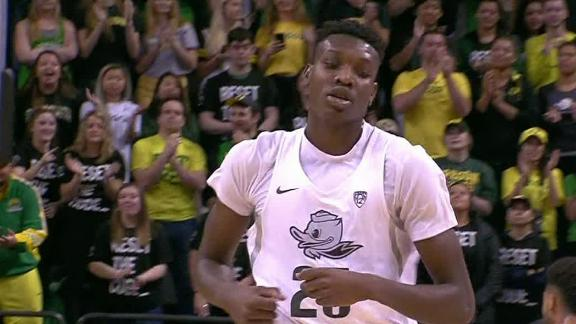 Oregon rolls past Stanford without Brooks