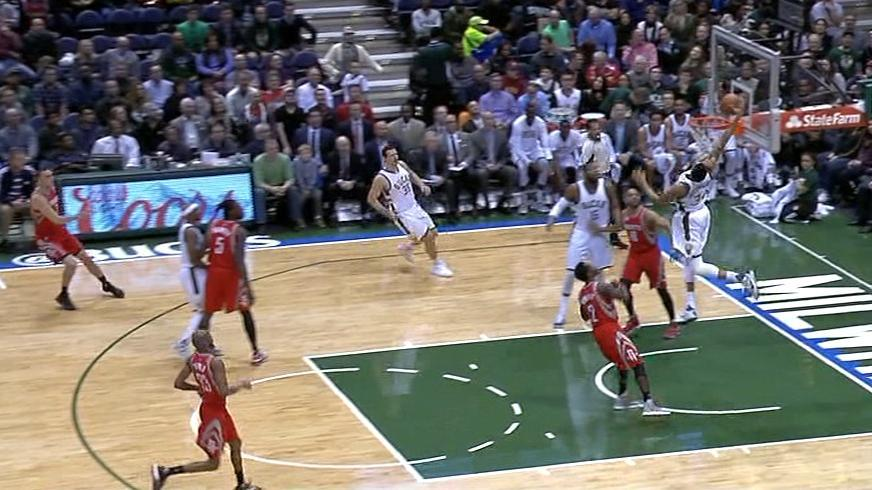 Giannis reaches behind his head for absurd alley-oop