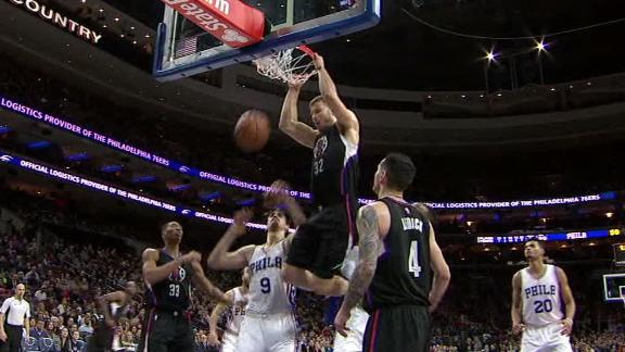 Griffin with strong follow dunk in Clippers' loss