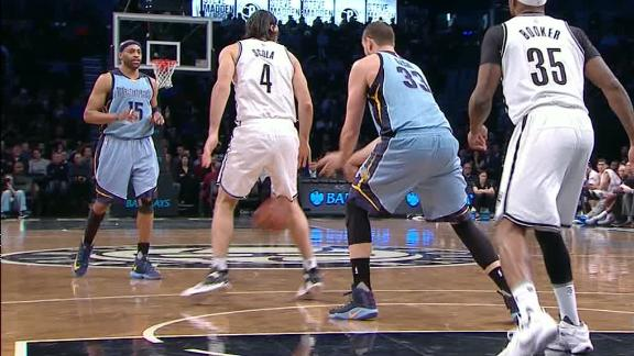 Gasol nutmegs Scola, leads to Carter 3-pointer in win