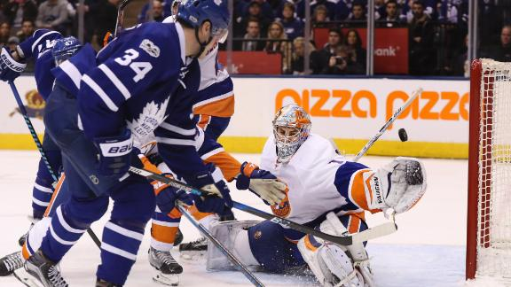 Matthews nets two in Leafs' win