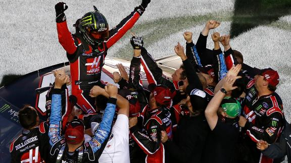 Kurt Busch avoids wrecks to win first career Daytona 500