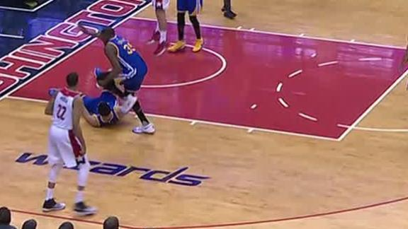 Durant exits games after teammate crashes into his knee