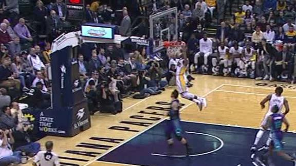 Robinson III responds to Hornets turnover with dunk