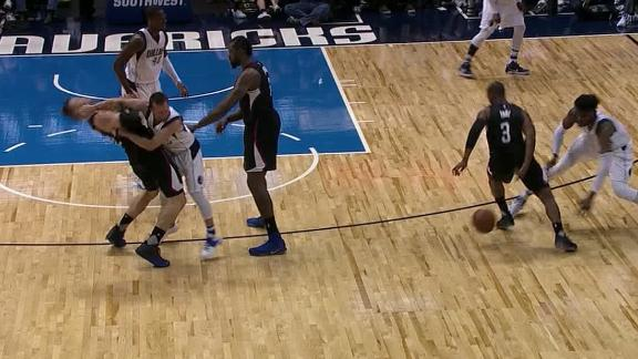 Barea ejected as Mavs edge Clippers