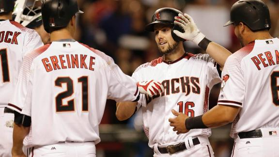 D-backs hold on for win over Padres
