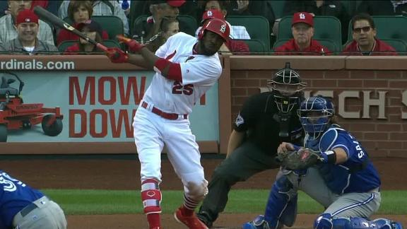 Fowler goes yard in Cards' Game 2 victory