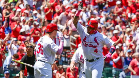 Molina belts two HRs in Cardinals' win