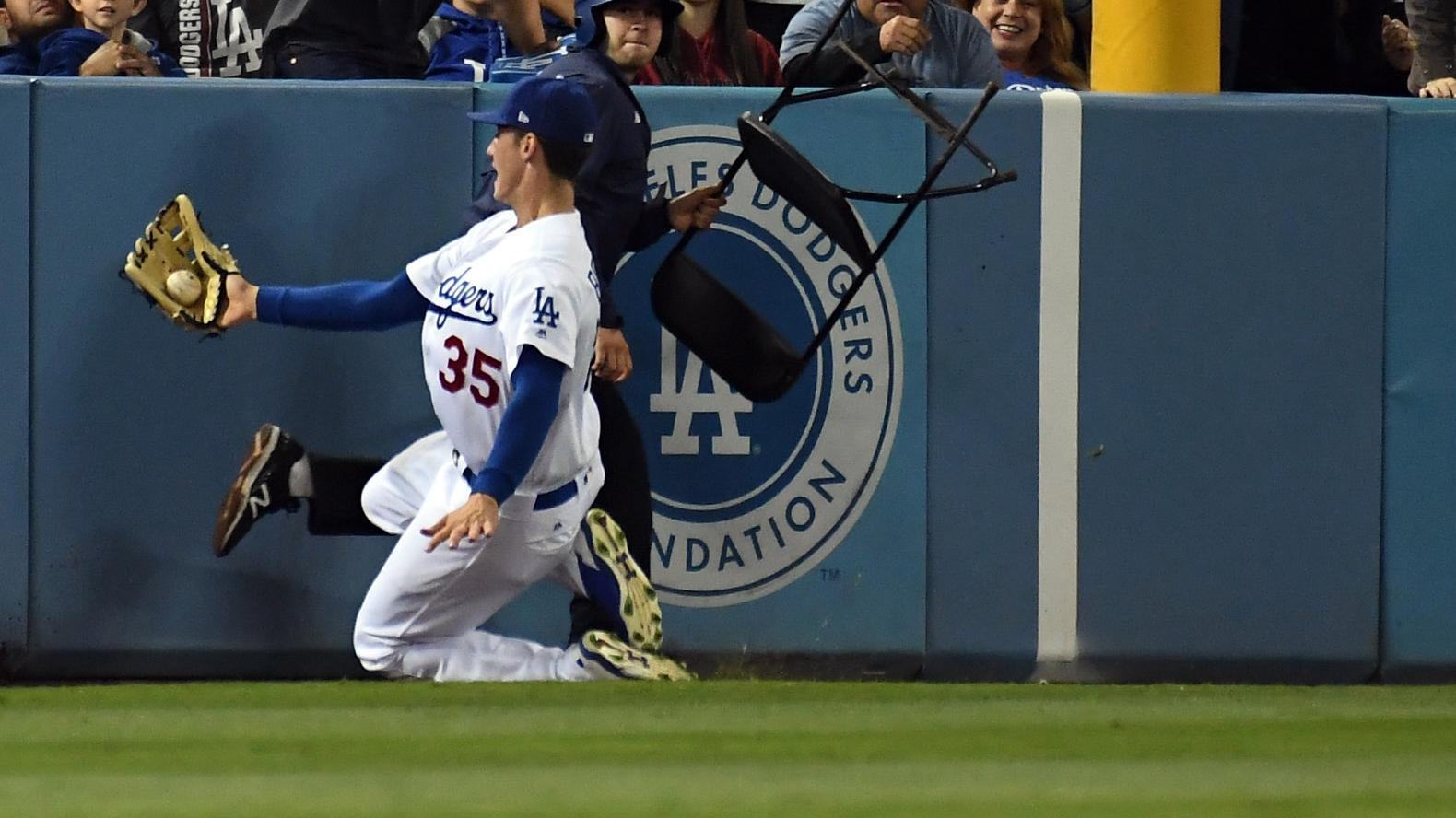 http://a.espncdn.com/media/motion/2017/0527/dm_170527_MLB_Dodgers_Bellinger_sliding_catch338/dm_170527_MLB_Dodgers_Bellinger_sliding_catch338.jpg