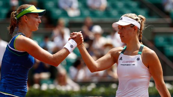 Top seed Kerber goes down at French Open