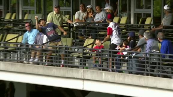 http://a.espncdn.com/media/motion/2017/0530/dm_170530_mlb_indians_fan_catch/dm_170530_mlb_indians_fan_catch.jpg