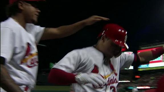 Diaz goes yard to put Cardinals up