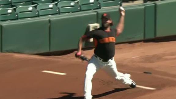 Bumgarner throws before Giants game