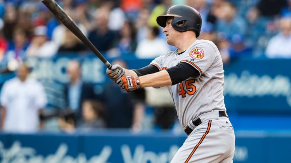 Trumbo's double gives Orioles 1st inning lead