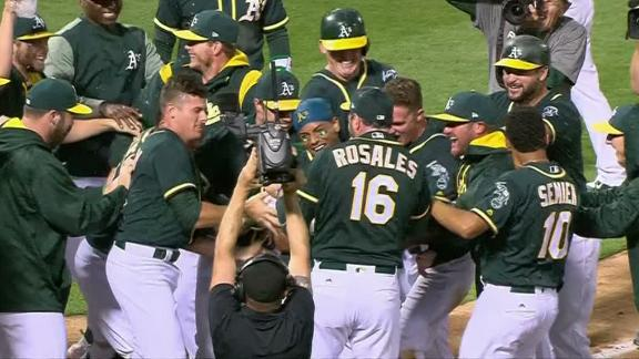 Davis wins it with a walk-off homer