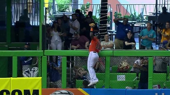 Ozuna climbs and robs HR