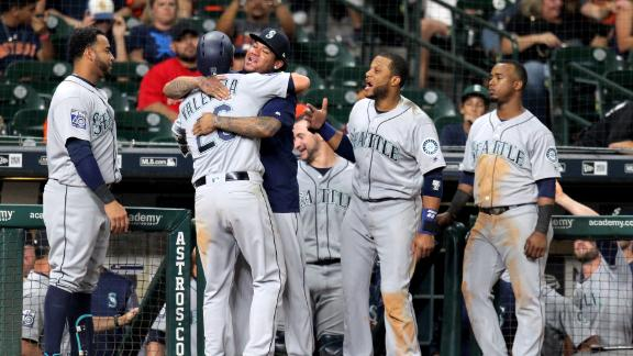 Mariners top Astros in 10