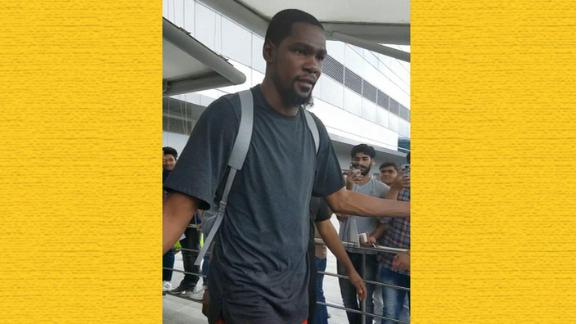 http://a.espncdn.com/media/motion/2017/0727/dm_170727_INET_NBA_Durant_Arrival_in_New_Delhi/dm_170727_INET_NBA_Durant_Arrival_in_New_Delhi.jpg