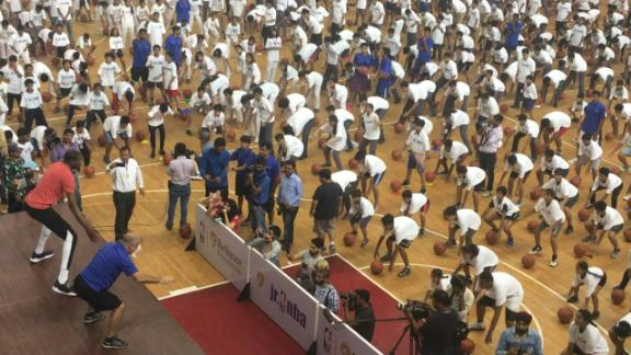 http://a.espncdn.com/media/motion/2017/0728/dm_170728_Kevin_Durant_leads_drills_in_India/dm_170728_Kevin_Durant_leads_drills_in_India.jpg