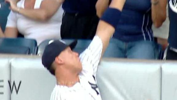 Hicks' 3-run homer gets past a leaping Judge