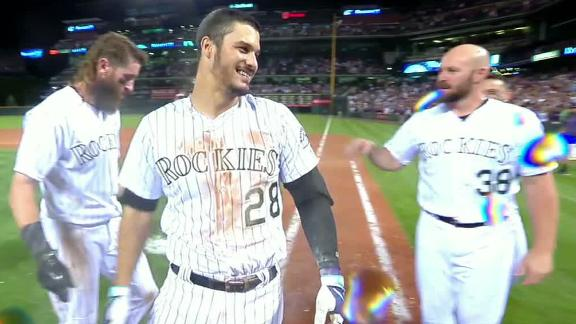 Arenado smacks walk-off single to center field