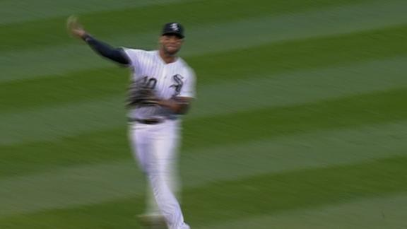 Moncada makes impressive fielding play in the hole